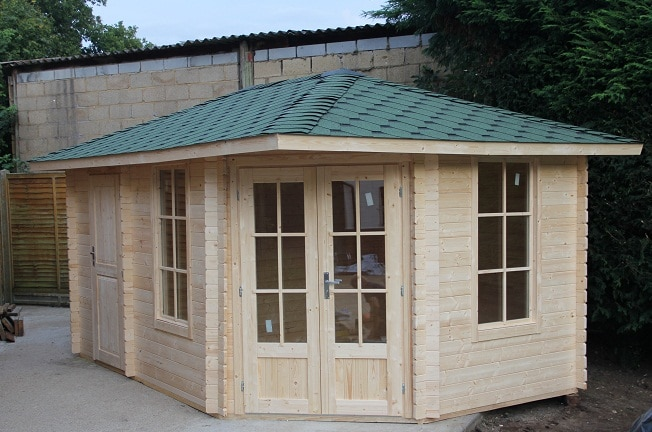 Corner Cabin uk al timber